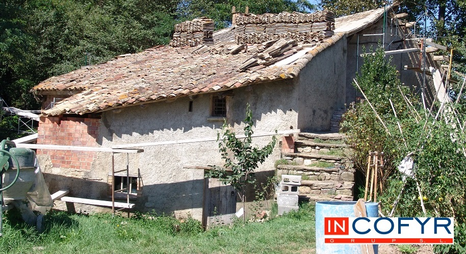 Reforma de un tejado de madera casa vieja incofyr for Cuanto cuesta reformar una casa