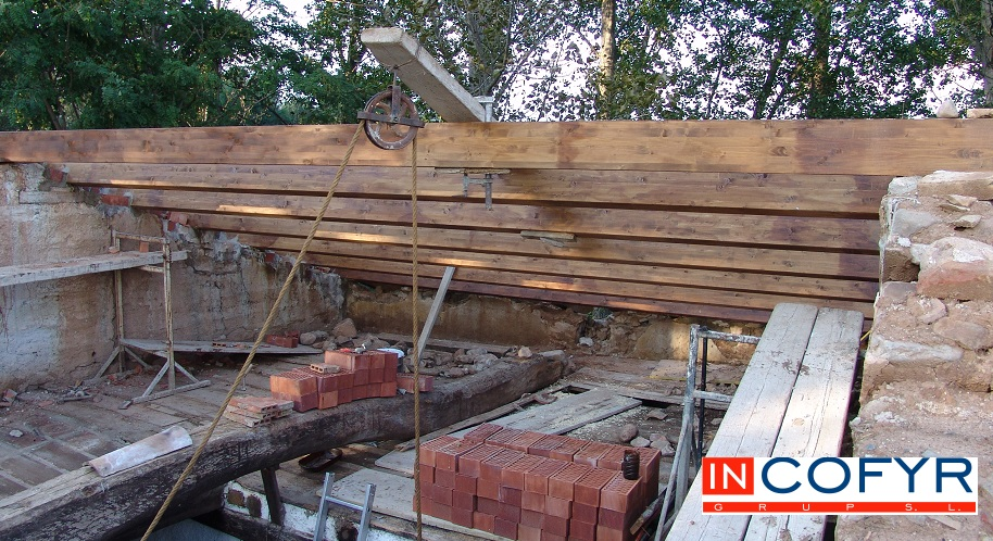 Montamos vigas de madera antiguas