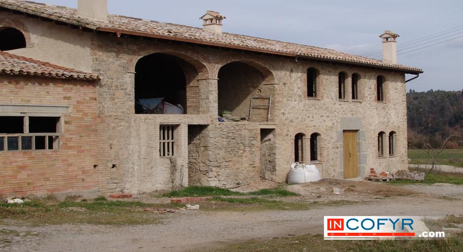 Fachadas rusticas en casas peque as for Fachadas rusticas de piedra y ladrillo