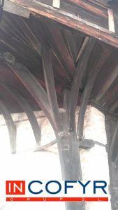 Pilar de madera rustica