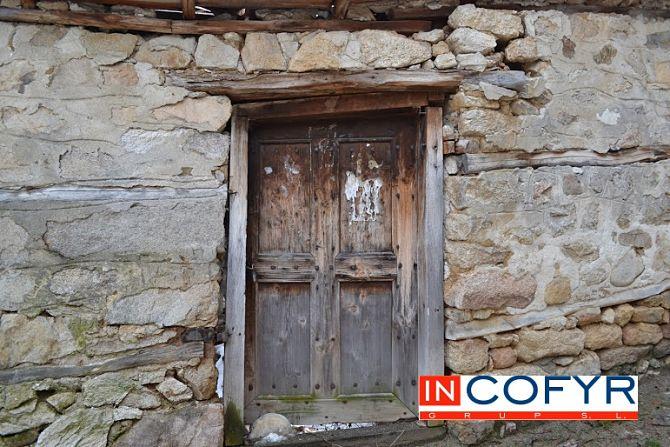 Fachadas rusticas en casas peque as - Puertas viejas de madera ...