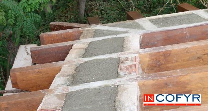 colocaci n de barbacanas de madera en un tejado antiguo