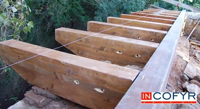 Reforma de un tejado de madera casa vieja incofyr - Como colocar vigas de madera ...