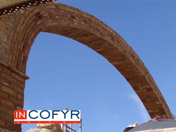 Gran Arco carpanel de 3 puntos con ladrillos