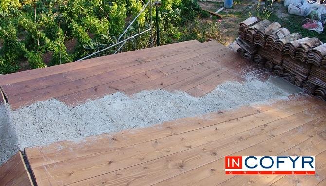 parte superior del techo de madera con barbacana