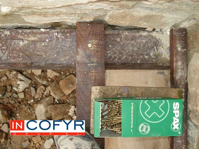 En esta imagen vemos un detalle de los clavos utilizados en nuestro techo de madera