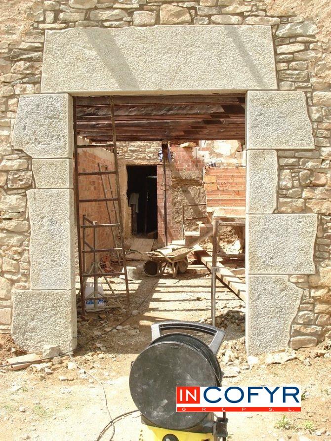 entrada rustica de piedra
