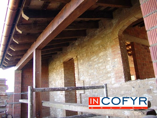 Empresas rehabilitaci n de fachadas en barcelona incofyr - Fachadas rusticas de piedra y madera ...
