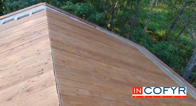 Reforma de un tejado de madera en casa antigua