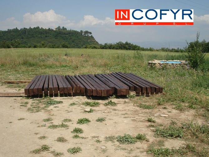 Tratamiento de vigas de madera para el techo rustico