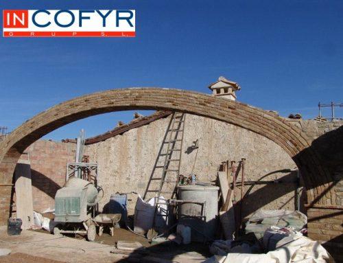 Grandes arcadas de ladrillos rusticos – Arco carpanel de 3 puntos